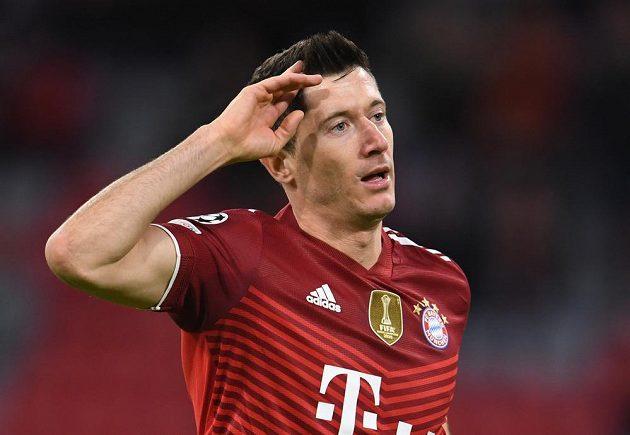 Kanonýr Bayernu Robert Lewandowski oslavuje jeden ze svých gólů proti Dynamu Kyjev.