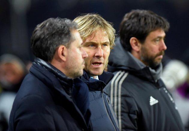 Pavel Nedvěd (uprostřed) si nenechal ujít turínské derby Juventsu s FC Turín.