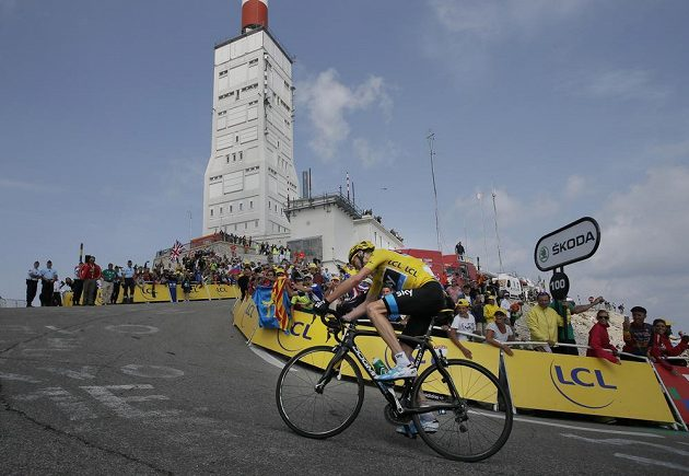 Britský cyklista Christopher Froome během závěrečného stoupání na Mont Ventoux.