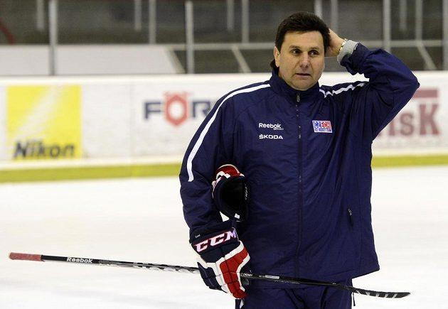 Kouč Vladimír Růžička během tréninku české hokejové reprezentace v Praze.