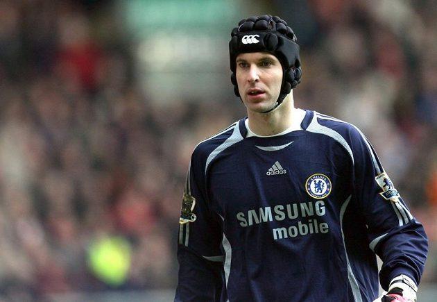 Do brány se Čech vrátil 20. ledna 2007, nově s helmou na hlavě, kterou od té doby neodložil. I s ní pak vychytal ve finále Anglického poháru proti Manchesteru United čisté konto.