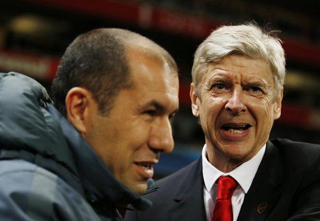 Kouč Arsenalu Arsene Wenger (vpravo)po boku trenéra Monaka Leonarda Jardima v osmifinále Ligy mistrů.
