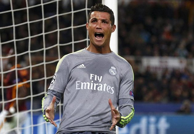 Cristiano Ronaldo z Realu Madrid během utkání s AS Řím.