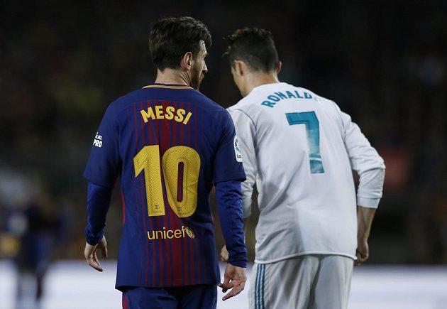 Barcelonský Lionel Messi a Cristiano Ronaldo z Realu.