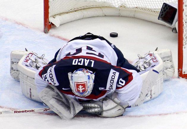 Překonaný slovenský brankář Ján Laco.