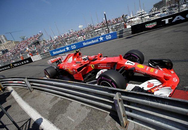 Kimi Räikkönen v akci během velké ceny Monaka.