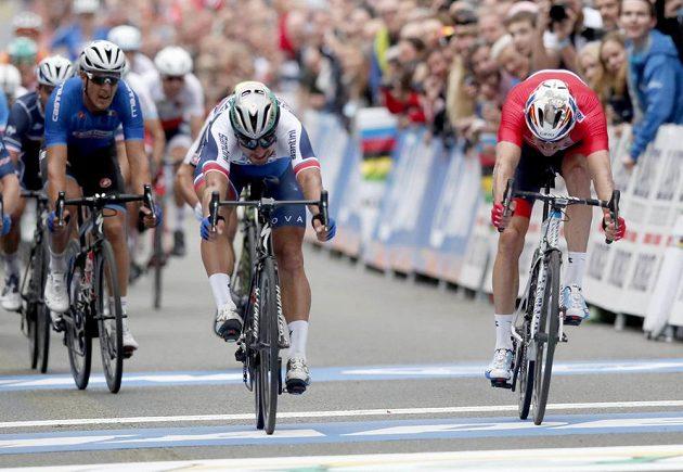 Bitva do posledního metru. Slovák Peter Sagan znovu získal titul mistra světa. Vpravo Nor Alexander Kristoff.