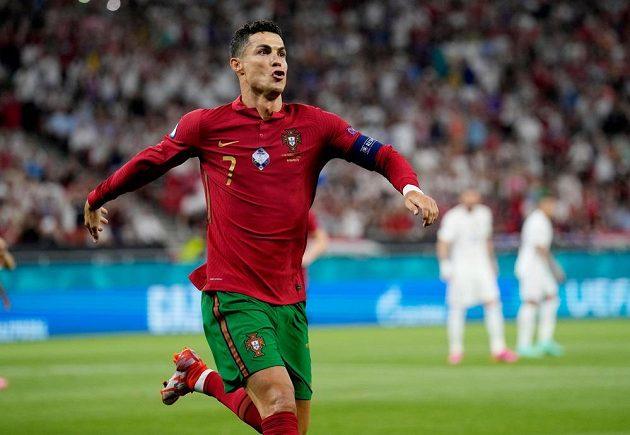 Ronaldo slaví branku do sítě Francie