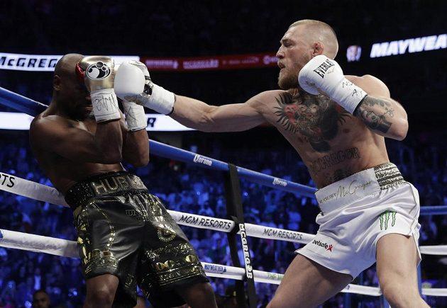 Floyd Mayweather a Conor McGregor, historický zápas boxera a bojovníka MMA.