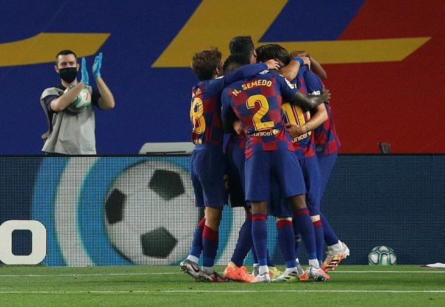 Fotbalisté Barcelony slaví, nad týmem Athletic Bilbao brali těsno výhru 1:0, když gól vstřelil Ivan Rakitič.