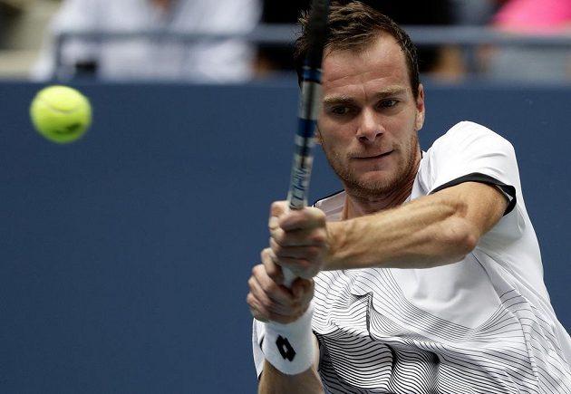 Jan Šátral v druhém kole US Open proti Gaëlu Monfilsovi.