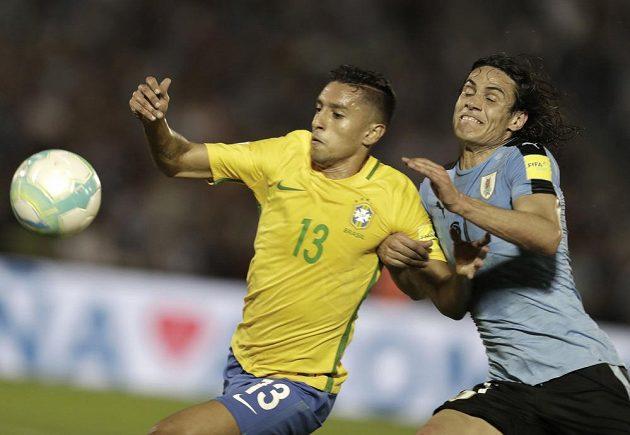 Uruguayec Edinson Cavani se sice statečně pral s obranou Brazílie v utkání kvalifikace o postup na MS 2018, dal i gól, ale nakonec jeho tým prohrál 1:4.