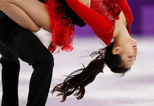 Korejští reprezentanti Min Ju-ra a Alexander Gamelin při krátkém tanci. I přes problém došlo na odvážné kreace.