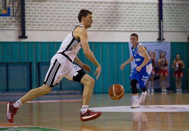 Basketbalista Pavel Pumprla z Nymburka během utkání nejvyšší soutěže.