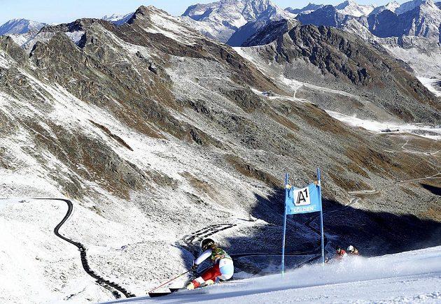 Švýcarská lyžařka Lara Gutová na trati obřího slalomu v Söldenu.