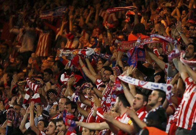 Fanoušci Atlétika Madrid v odvetném semifinálovém duelu Ligy mistrů na Stamford Bridge.