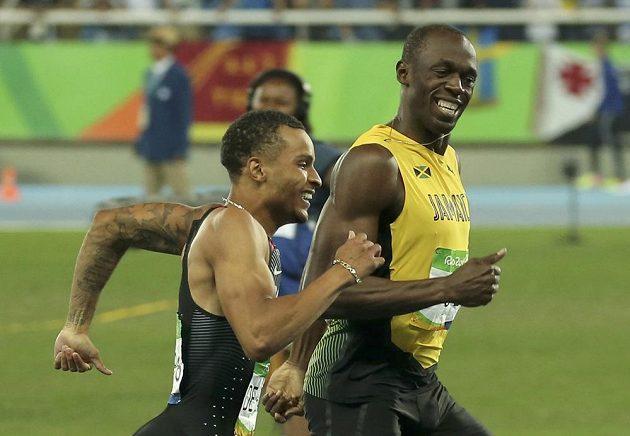 No tak to zase byla docela zábava. Jamajčan Usain Bolt (vpravo) a Kanaďan Andre de Grasse v semifinále dvoustovky.