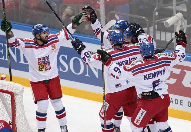 Čeští hokejisté slaví vítěztví 4:2 nad Ruskem.