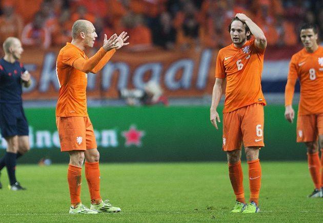Co se děje? Arjen Robben, Daley Blind a Ibrahim Affelay se vzpamatovávají z dalšího šoku - prohry s Mexikem.