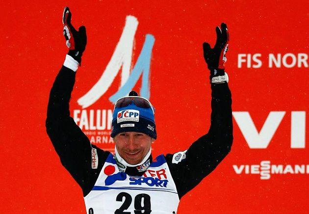 Lukáš Bauer po zisku stříbra ze závodu na 50 km na MS ve Falunu.