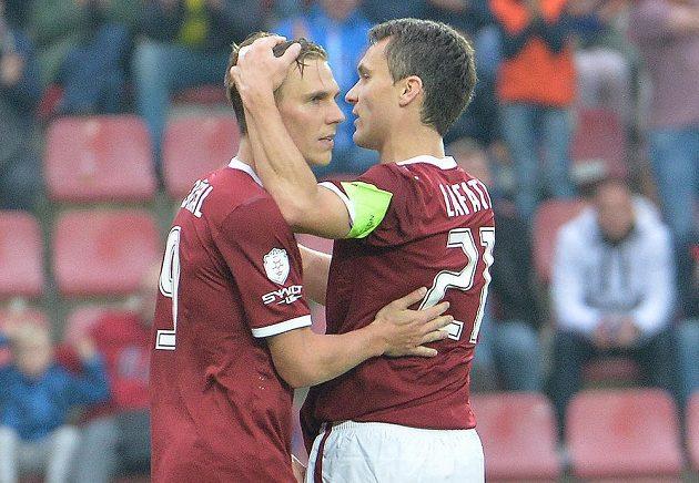 Střelec Bořek Dočkal a David Lafata ze Sparty se radují z gólu v utkání 10. kola s Libercem.