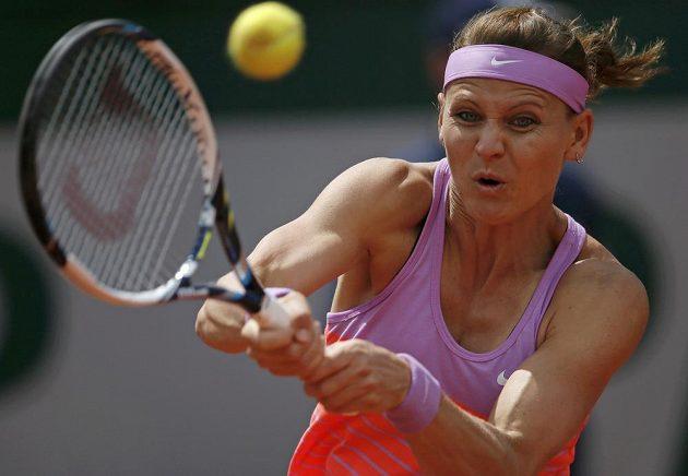 Česká tenistka Lucie Šafářová ve čtvrtfinále French Open proti Španělce Garbiňe Muguruzaové.