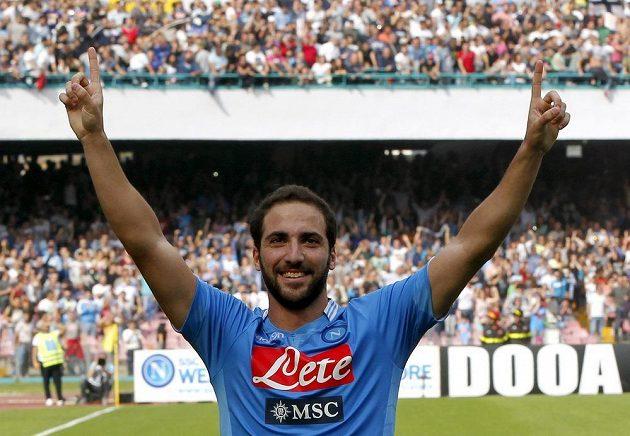 Gonzalo Higuaín z Neapole se raduje po promění jedné penalt v zápase s FC Turín.