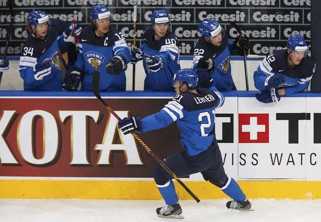 Finský hokejista Jori Lehterä se raduje z gólu v semifinále proti české reprezentaci.