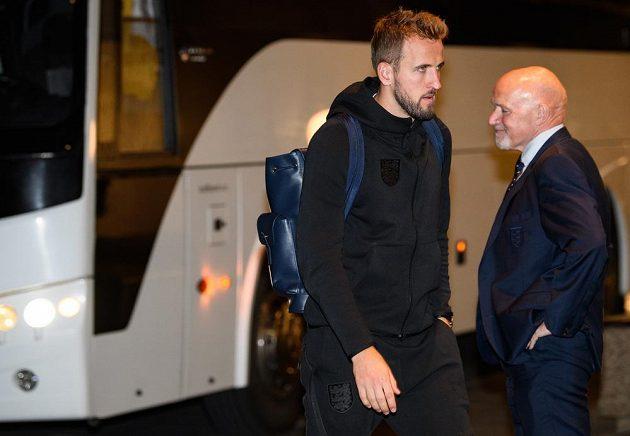 Útočník Anglie Harry Kane po příjezdu do hotelu Internacionál k zápasu kvalifikace s českým týmem