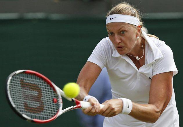 Česká tenistka Petra Kvitová v utkání proti Němce Moně Barthelové.