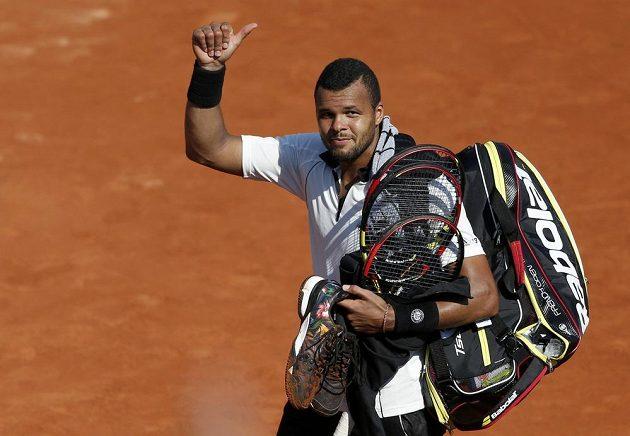 Francouzský tenista Jo-Wilfried Tsonga se loučí s publikem na Roland Garros, do finále postoupil Švýcar Stan Wawrinka.
