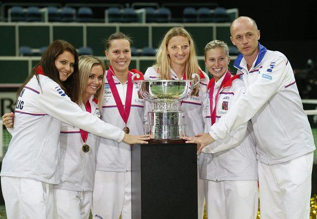 Potřetí během čtyř let Češky získaly pohár pro vítězky Fed Cupu.