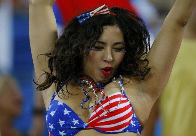 Nejodvážnější fanynky přišly na zápas mezi USA a Ghanou pouze v plavkách.