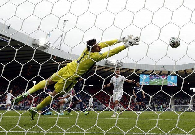 Goal!  The ball is from the head of Patrik Schick to the net of the Scottish goalkeeper ...