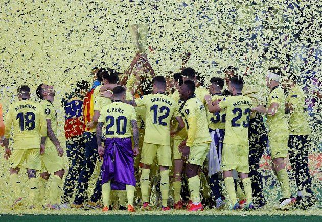 Fotbalisté Villarrealu poprvé vyhráli Evropskou ligu. Ve finále v polském Gdaňsku porazili favorizovaný Manchester United v dramatickém penaltovém rozstřelu 11:10. V normální hrací době i po prodloužení zápas skončil 1:1.