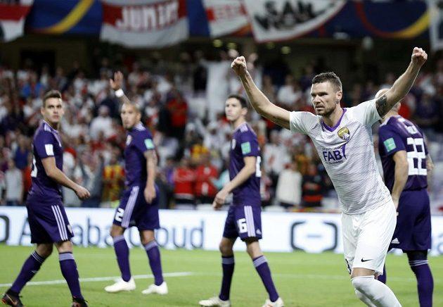 Marcus Berg z týmu Al Ajn slaví gól v semifinále MS klubů proti River Plate.