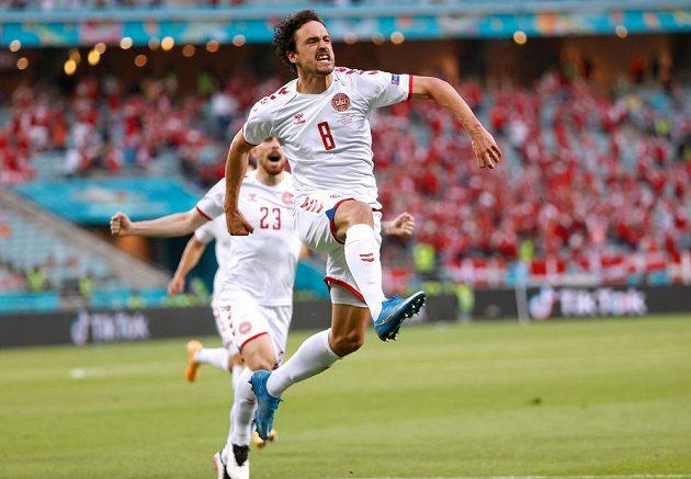 Dánská radost. Střelec Thomas Delaney slaví poté, co překonal českého brankáře Tomáše Vaclíka ve čtvrtfinále EURO.