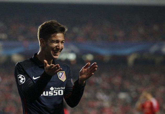 Luciano Vietto z Atlétika Madrid se raduje po brance proti Benfice.