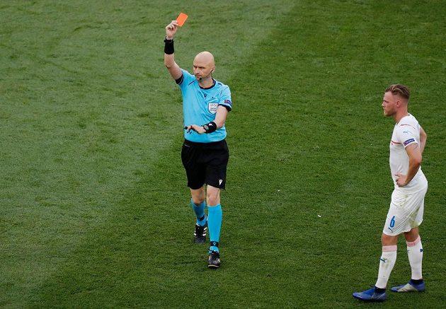 Matthijs de Ligt viděl v 55. minutě červenou kartu