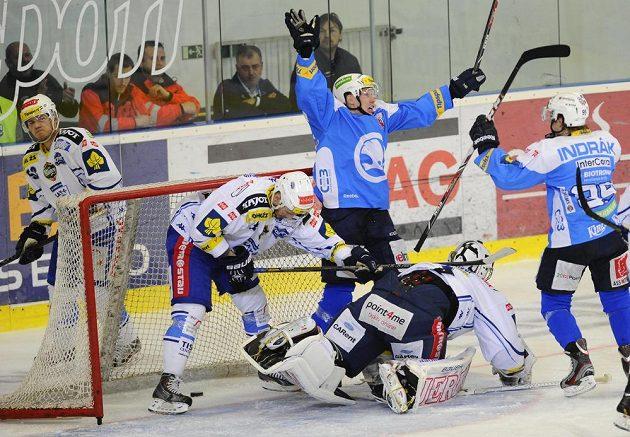 Patrik Petruška z Plzně (uprostřed) se raduje z gólu, dále zleva Vojtěch Němec, Michal Kempný a brankář Marek Čiliak z Brna a Miroslav Indrák z Plzně.