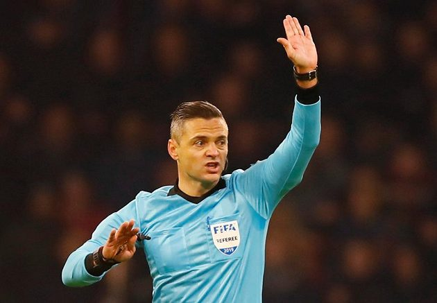 Rozhodčí Damir Skomina vedl utkání Ligy mistrů mezi Ajaxem a Realem Madrid.