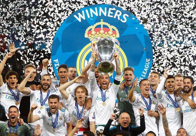 Fotbalisté Realu Madrid opět s pohárem pro vítěze Ligy mistrů.