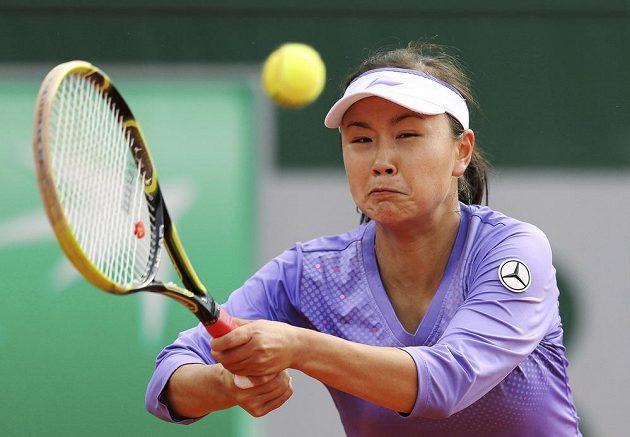 Čínská tenistka Šuaj Pcheng v utkání proti Petře Kvitové.