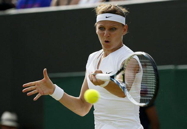 Lucie Šafářová během zápasu 3. kola Wimbledonu s Američankou Sloane Stephensovou.