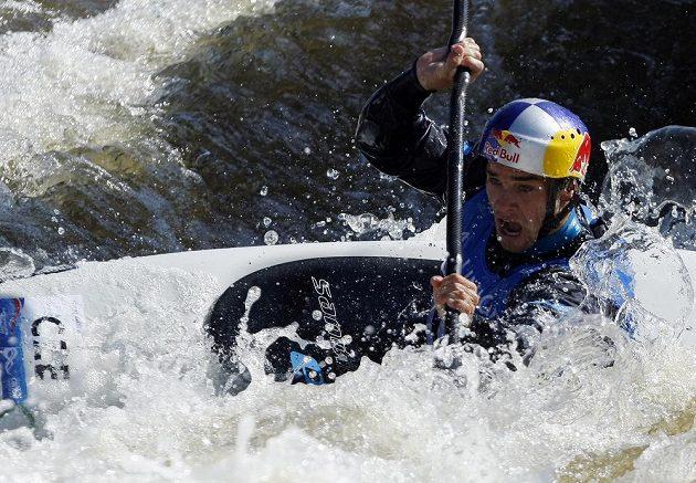 Vavřinec Hradilek ve finálovém závodu kategorie K1 na MS ve vodním slalomu v pražské Troji.