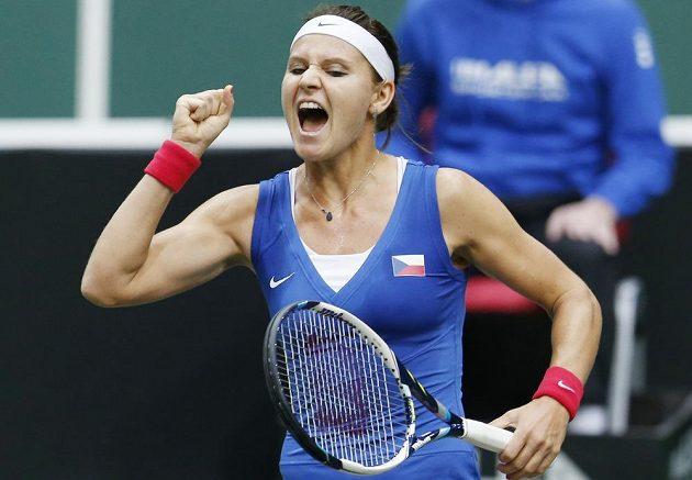 Lucie Šafářová právě českému týmu zajistila v semifinále Fed Cupu proti Itálii první bod.
