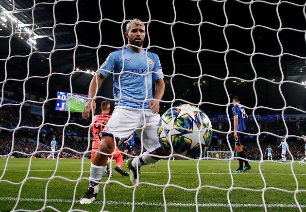 Sergio Agüero z Manchesteru City právě vstřelil gól proti Atalantě.