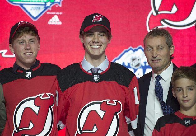 Spokojený Jack Hughes se podle očekávání stal jedničkou draftu.