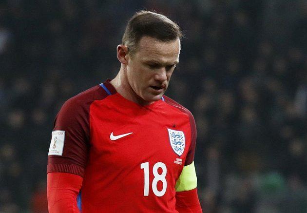 Zklamaný Wayne Rooney po remíze Anglie ve Slovinsku.