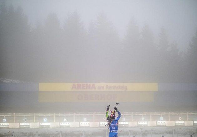Iryna Krjuková z Běloruska v těžkých povětrnostních podmínkách v Oberhofu.
